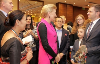 The 12th Annual International Charity Bazaar by Spouses of Head of Missions (SHOM) was held on Sunday 8 December, 2019 at Marriott Hotel, Warsaw. The Bazaar was inaugurated by the First Lady of Poland, Mrs. Agata Kornhauser-Duda who is the patron of SHOM Charity Bazaar. The First Lady was received at the Indian Embassy stall by Mrs. Tsering Lhazes, Spouse of Ambassador of India. She thanked the Indian Embassy team for the good work